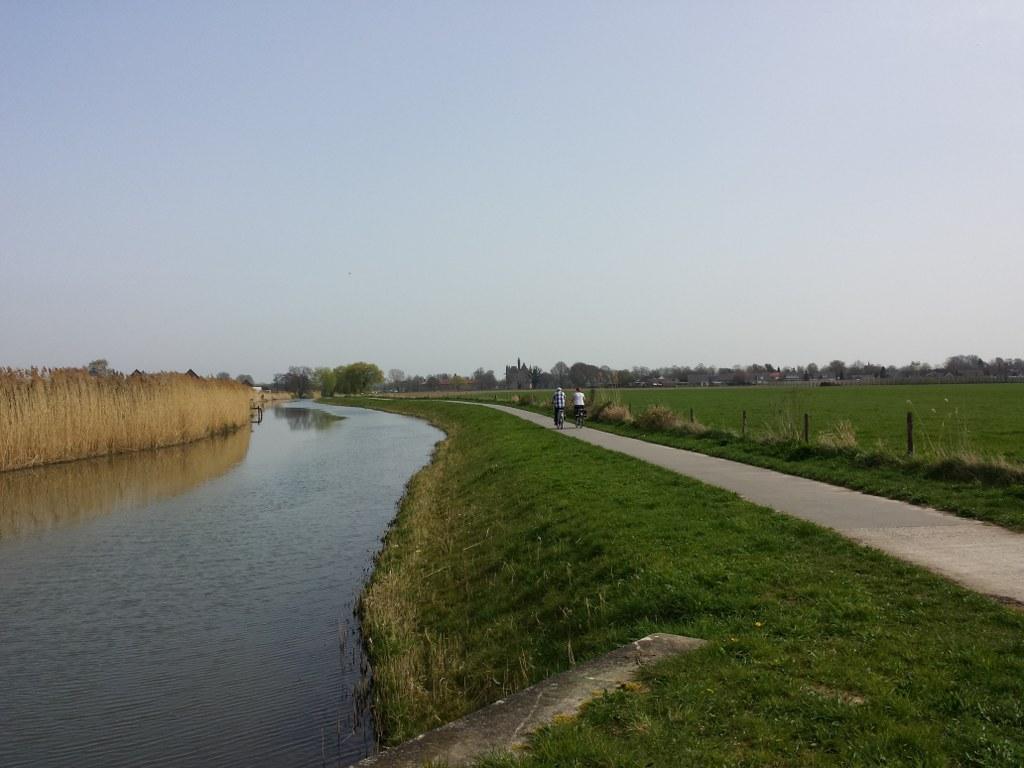 Fietspad langs De Linge en Kasteel Doornenburg