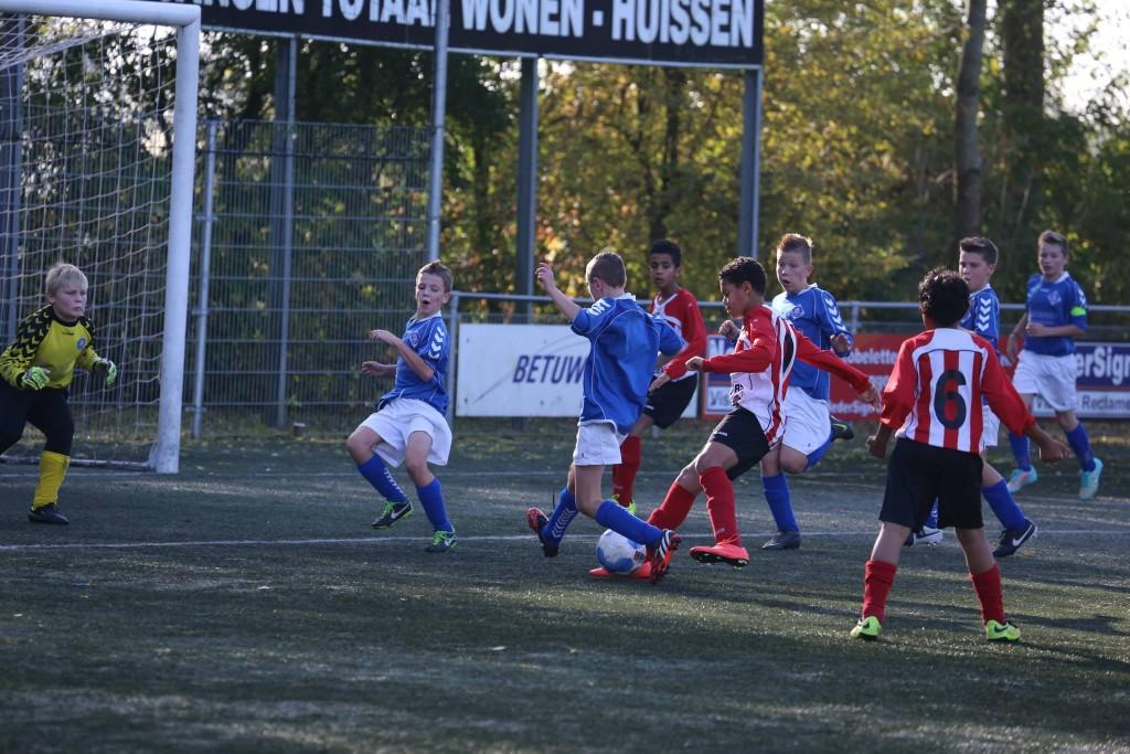 RKHVV D2G - Arnhemse Boys D 1 0-1 b