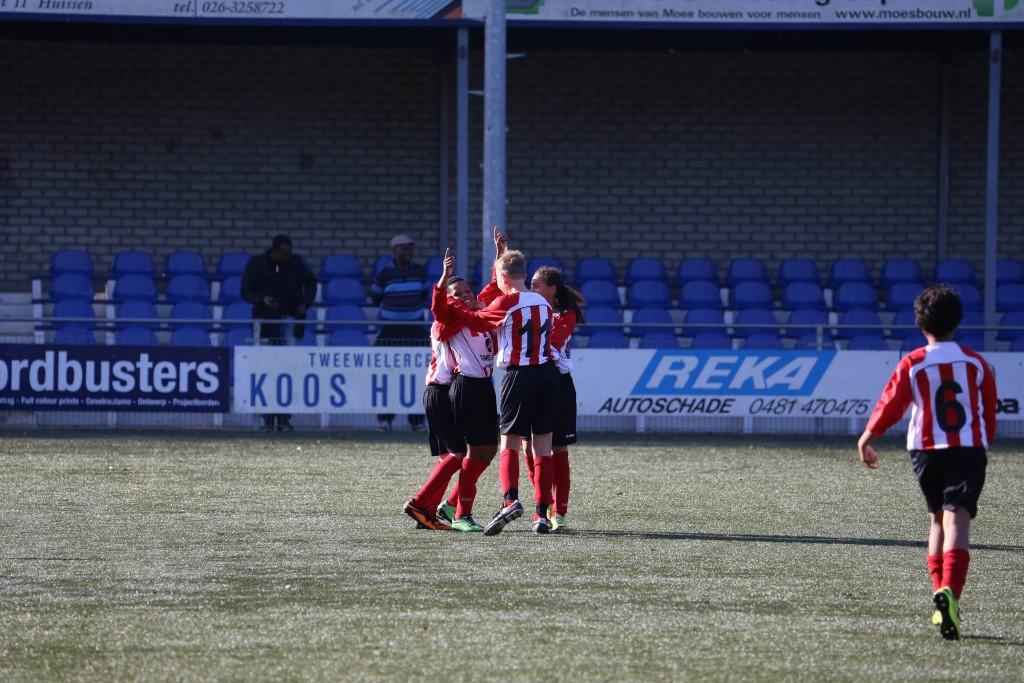 RKHVV D2G - Arnhemse Boys D1 0-1 a